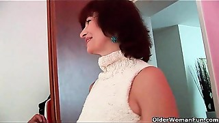 Old bitch Wanda receives a valuable screw and creamy facial