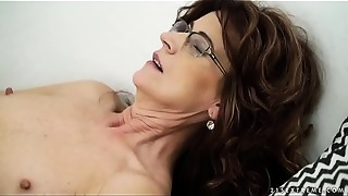 Hot sugar mommy on younger cock - Lusty Grandmas